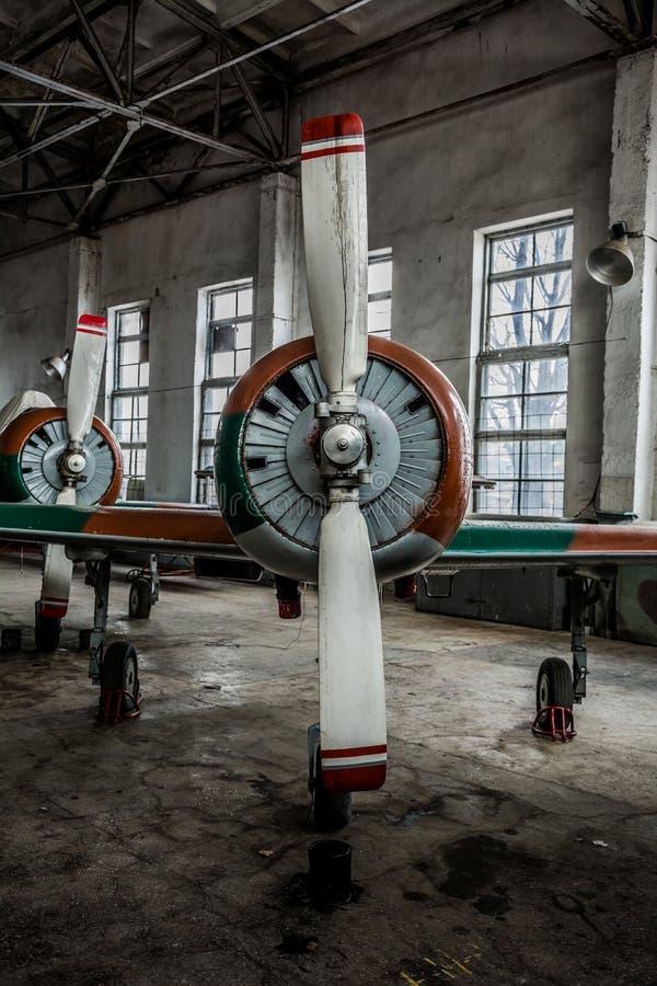 Un avion cassé de sports images stock