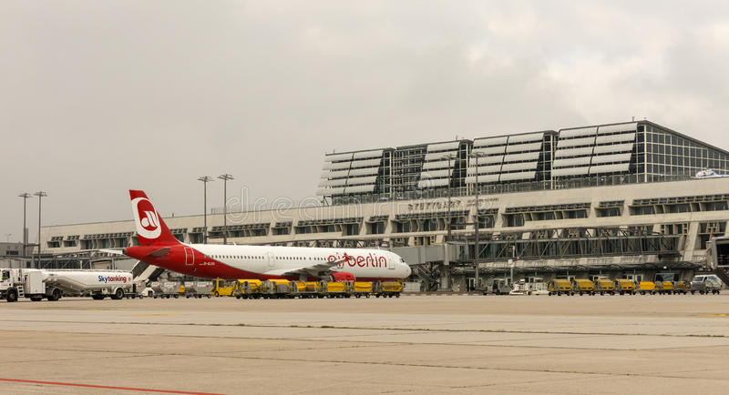 Un avion d'Air Berlin à l'aéroport international de Stuttgart, M images libres de droits