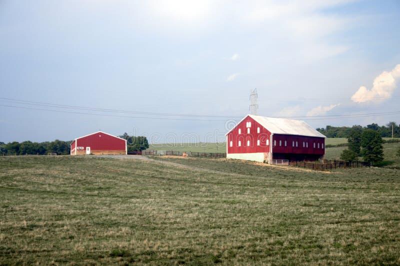 Un'azienda agricola con il granaio e un ranchouse nell'Ohio fotografia stock