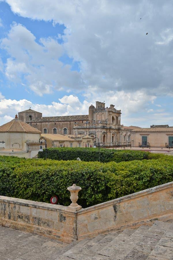Un bâtiment historique au centre de Noto, en Sicile photo libre de droits