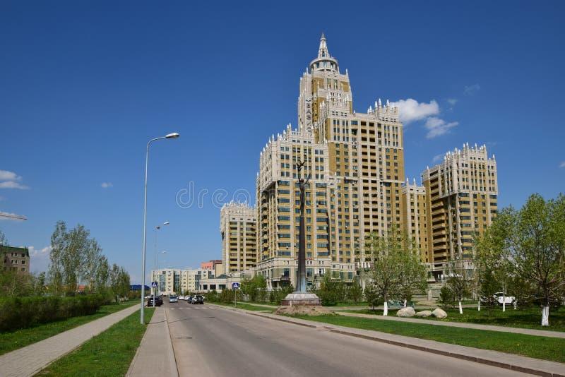 Un bâtiment résidentiel appelé Triumph d'Astana images libres de droits