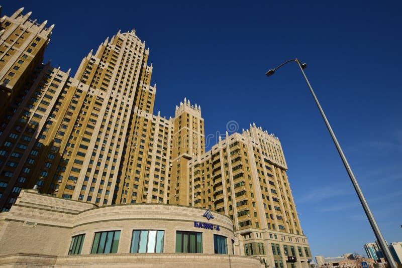 Un bâtiment résidentiel appelé Triumph d'Astana photo libre de droits