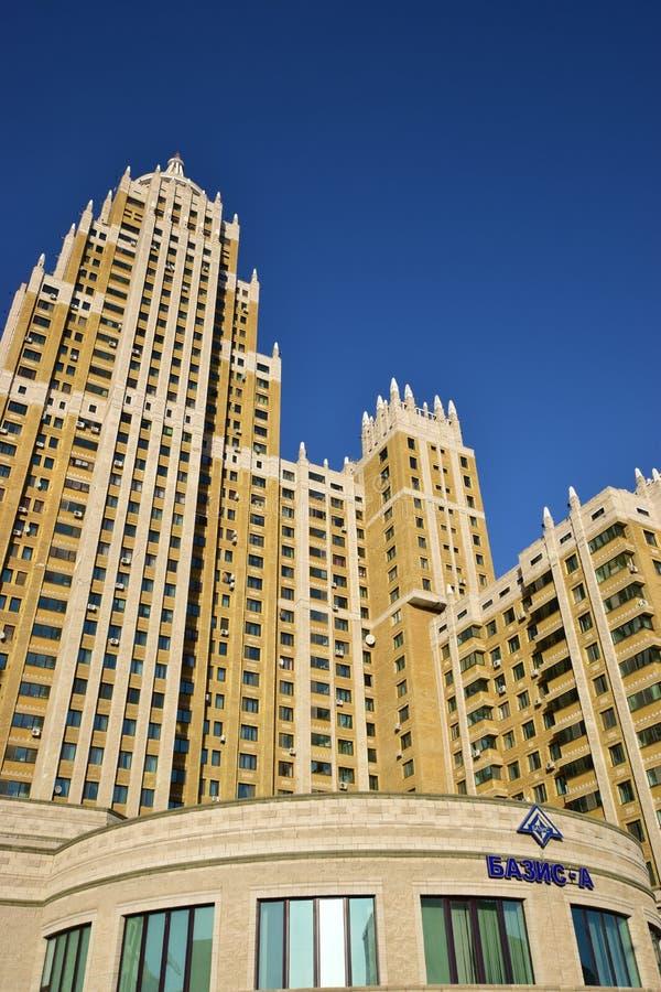 Un bâtiment résidentiel appelé Triumph d'Astana photographie stock