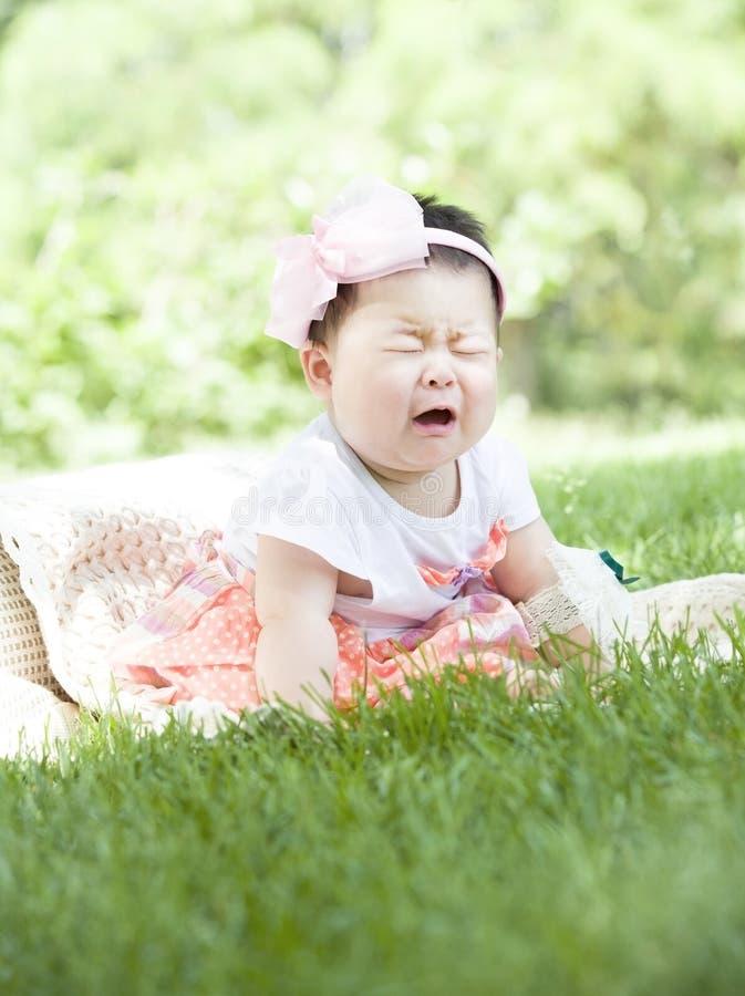 Un bébé pleurant photographie stock libre de droits