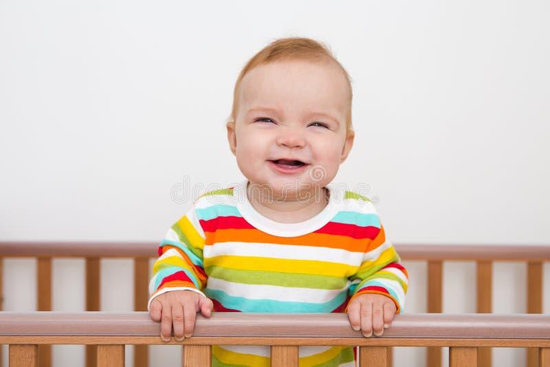 Un bébé sourit images libres de droits