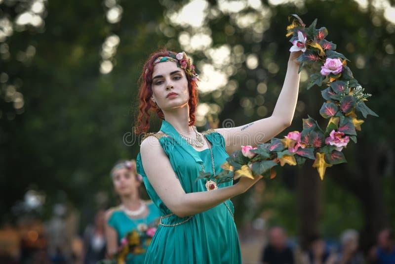 Un ballerino in vestito romano antico tradizionale fotografia stock libera da diritti