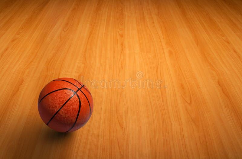 Un baloncesto en suelo de madera fotografía de archivo