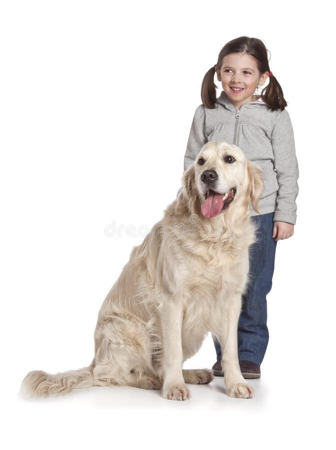 Un bambino con il suo cane fotografia stock