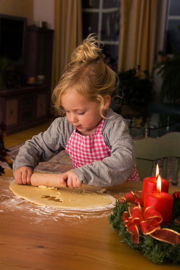 Download Un Bambino A Natale Nell'avvenimento Quando Cuociono I Biscotti Fotografia Stock - Immagine di people, cottura: 7307968
