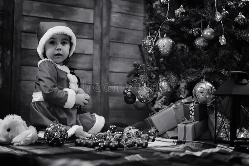 Un bambino Santa Claus aspettante fotografia stock