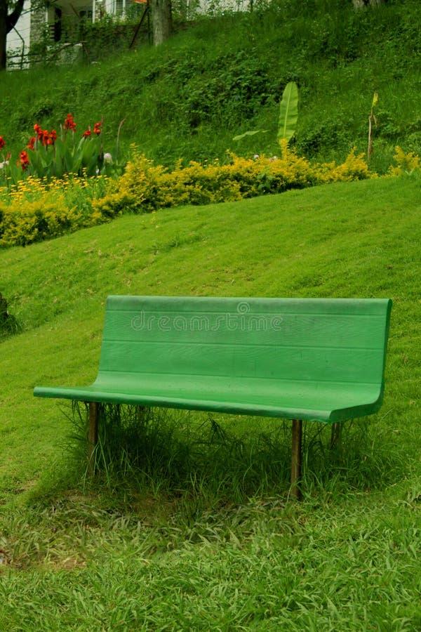 Un banc en parc chettiar de colline de kodaikanal photographie stock