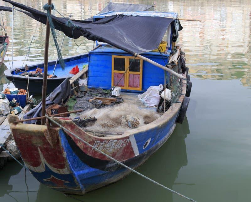 Un barco de pesca muy viejo fotografía de archivo