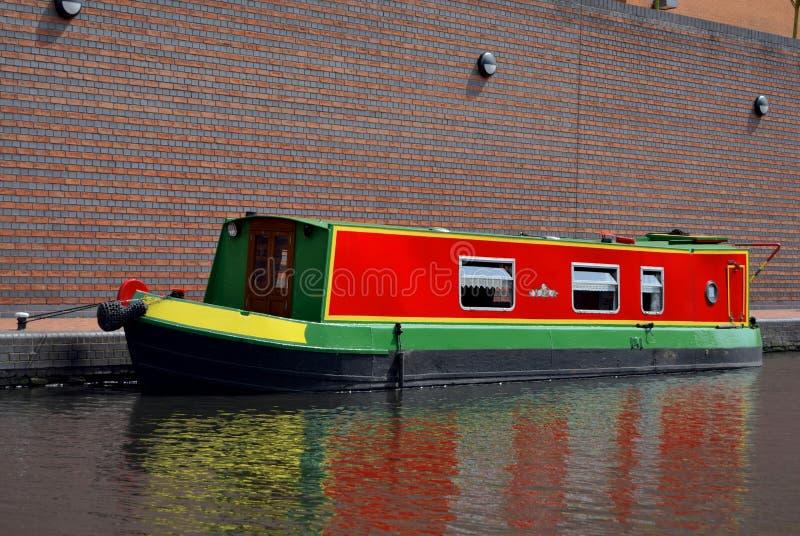 Un bateau sur le vieux canal à Birmingham photo stock