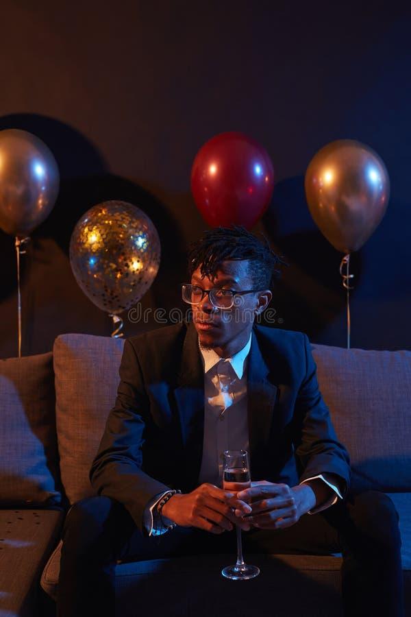Un beau Africain en attente de fête images libres de droits