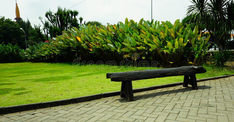 Un beau banc Lawang rentré par photo Sewu de blackwood construisant Semarang Indonésie photos stock