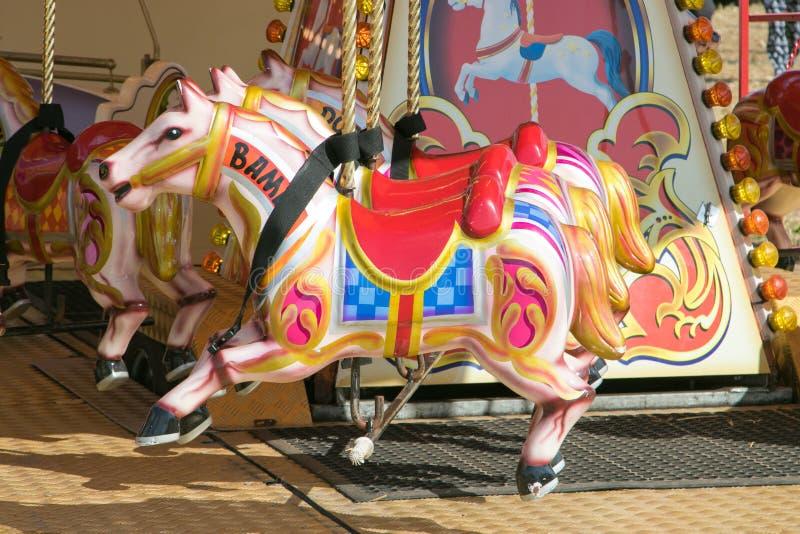 Un beau carrousel coloré à la vapeur de Dorset juste photographie stock
