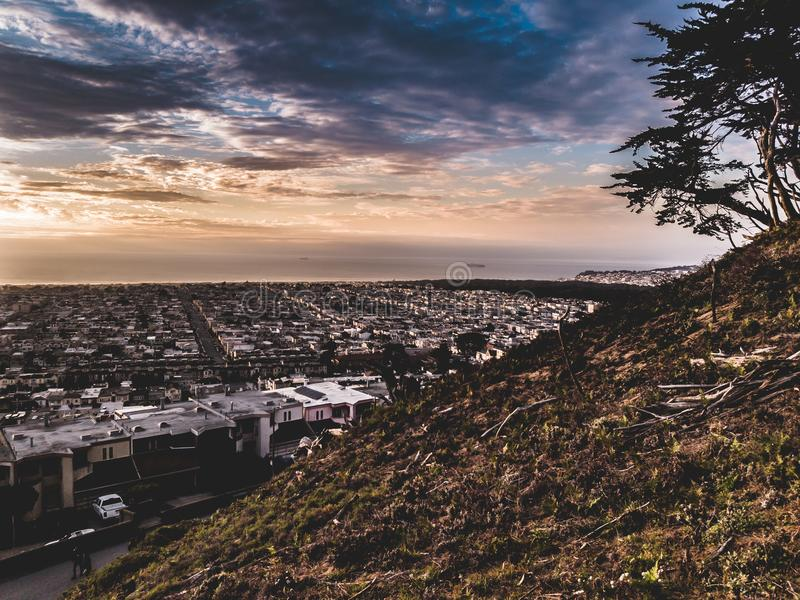 Un beau coucher du soleil à San Francisco image libre de droits