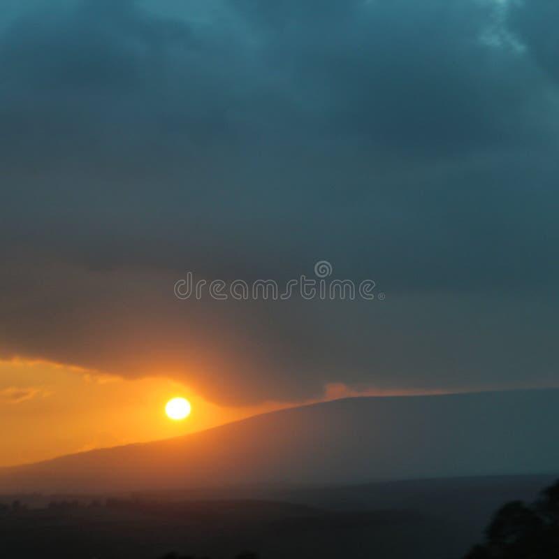 Un beau coucher du soleil photos libres de droits