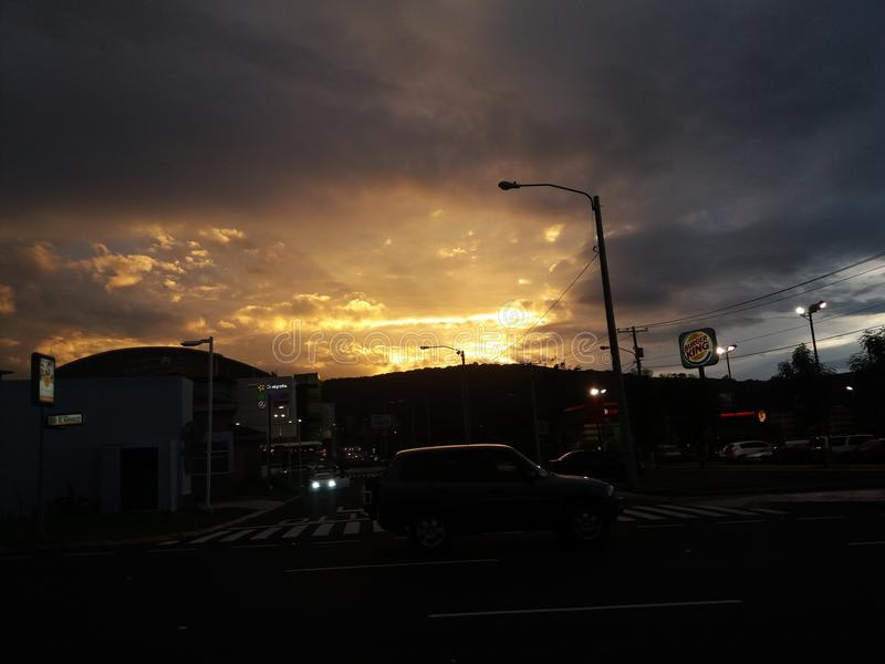Un beau coucher du soleil au Guatemala photo stock