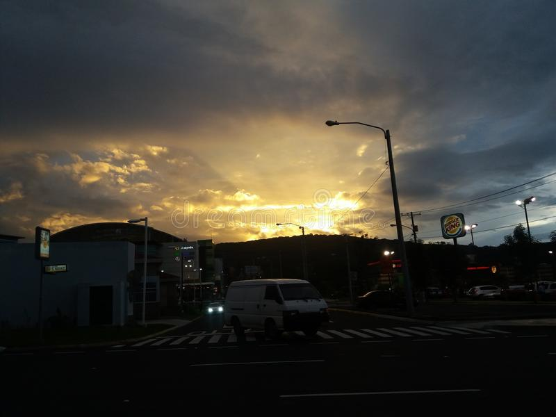 Un beau coucher du soleil au Guatemala photographie stock
