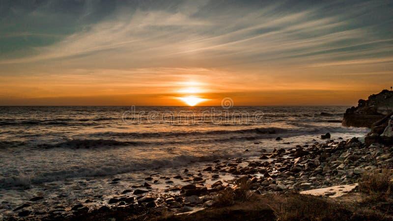 Un beau coucher du soleil dans Malibu images libres de droits