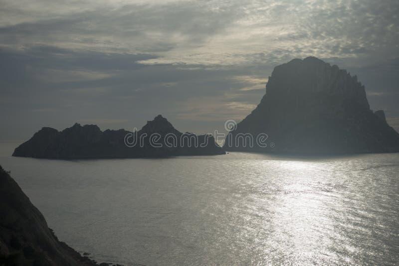 Un beau coucher du soleil sur l'île d'es Vedra, Ibiza photographie stock
