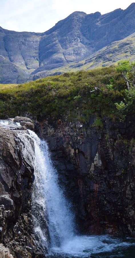 Un beau jour ensoleillé aux piscines féeriques, île de Skye, Ecosse photos stock