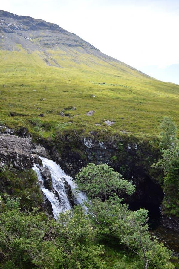 Un beau jour ensoleillé aux piscines féeriques, île de Skye, Ecosse image stock