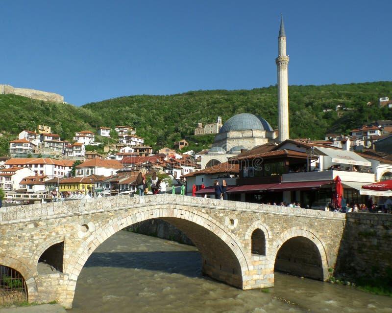 Un beau jour ensoleillé dans la vieille ville de Prizren, Kosovo photos libres de droits