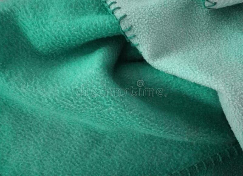 Un beau plaid vert pelucheux ! Sensation étonnante ! photo libre de droits