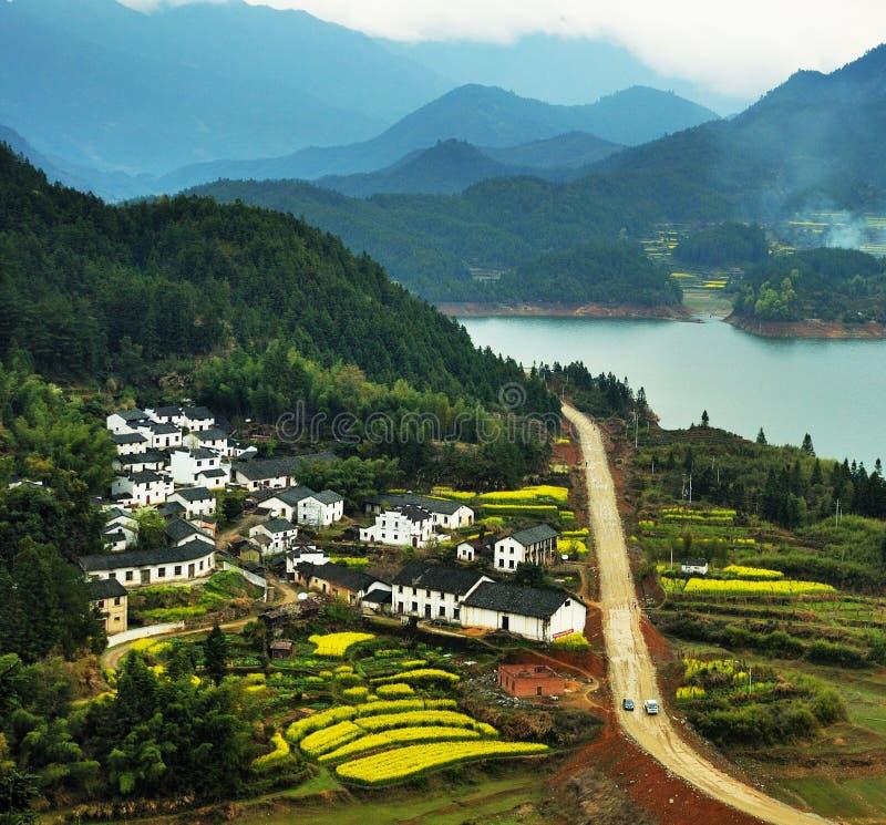 Un beau village juste comme une photo photos libres de droits