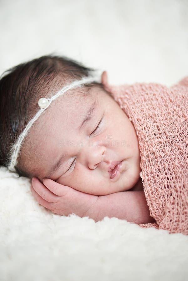 Un bebé recién nacido foto de archivo libre de regalías