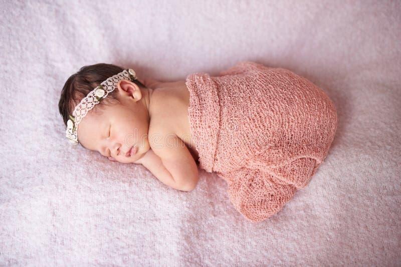 Un bebé recién nacido fotos de archivo libres de regalías