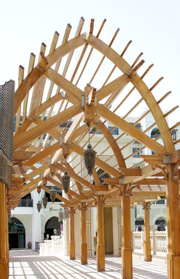 Un bello archway di legno immagine stock