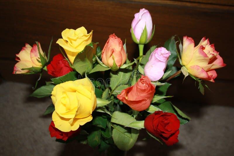 Un bello mazzo delle rose fotografia stock