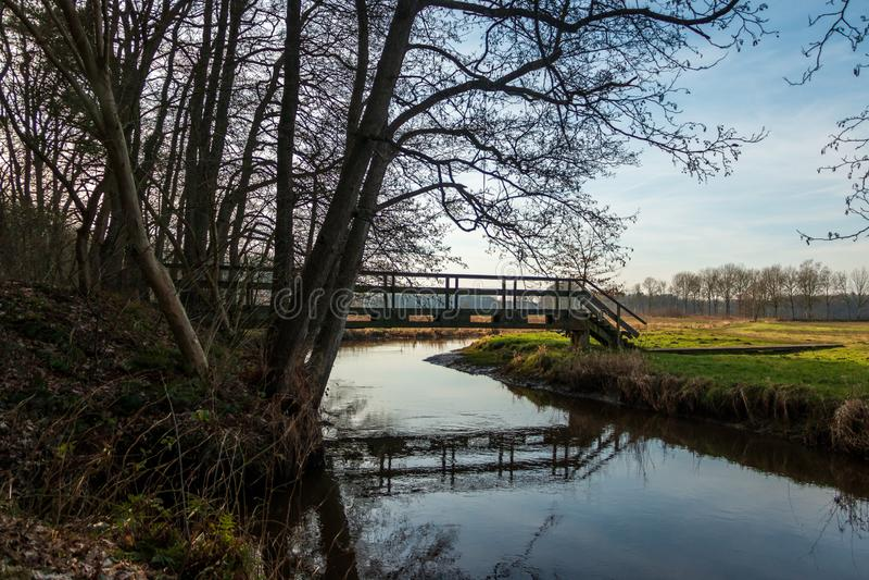 Un bello ponte nella provincia olandese il Drenthe fotografia stock