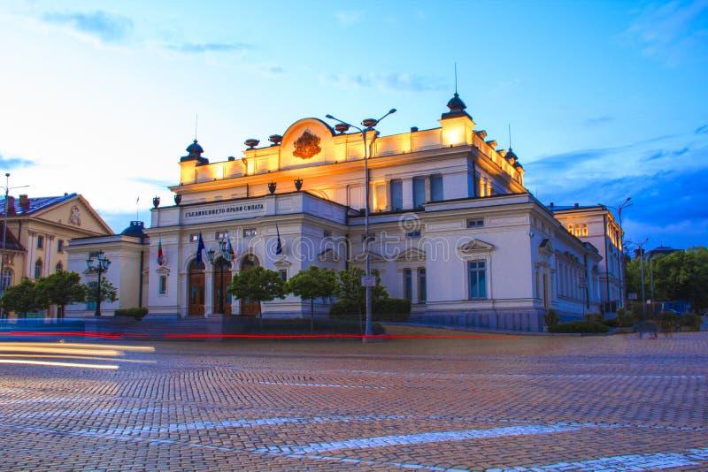 Un bello punto di vista del Parlamento dell'assemblea nazionale del ` s della Bulgaria a Sofia fotografie stock libere da diritti
