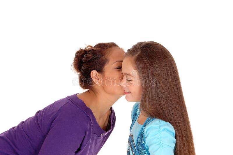 Un beso de los get de la muchacha fotografía de archivo libre de regalías