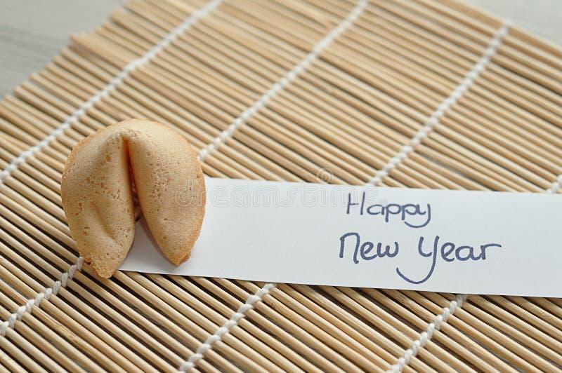 Un biscotto di fortuna e un buon anno della nota fotografia stock libera da diritti