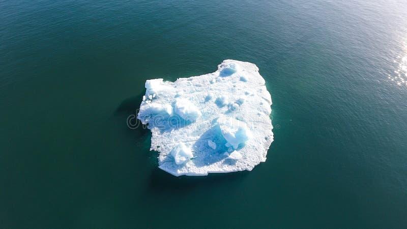 Un blocco solo di ghiaccio fotografia stock libera da diritti