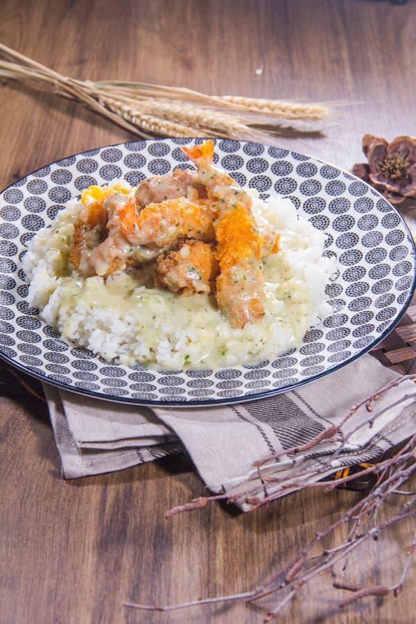 Un bol de riz avec de la viande photos libres de droits