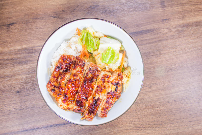 Un bol de riz avec de la viande photo stock