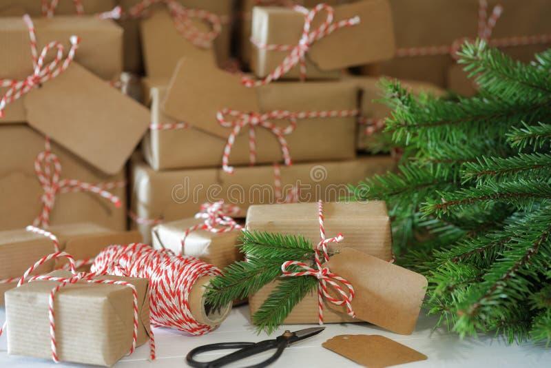 Un bon nombre de cadeaux de Noël image stock