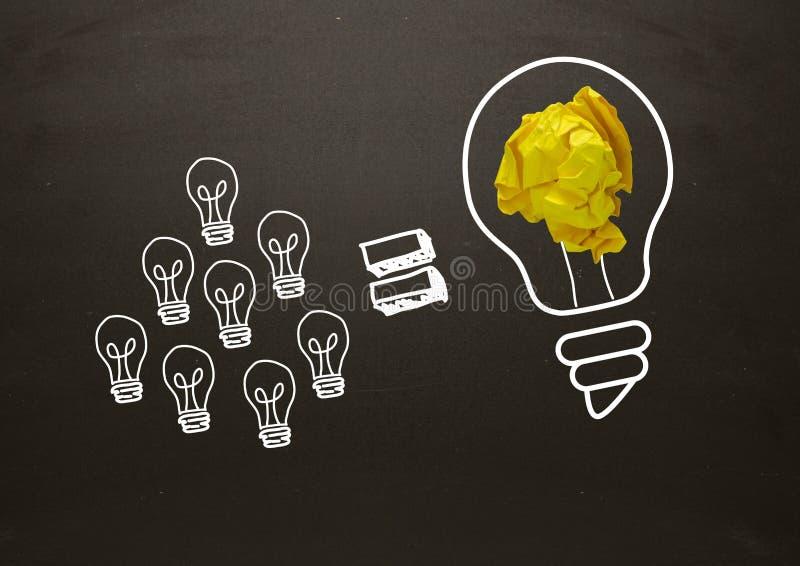 Un bon nombre de petite ampoule égale d'ampoules grande avec le papier et le tableau noir chiffonnés illustration stock