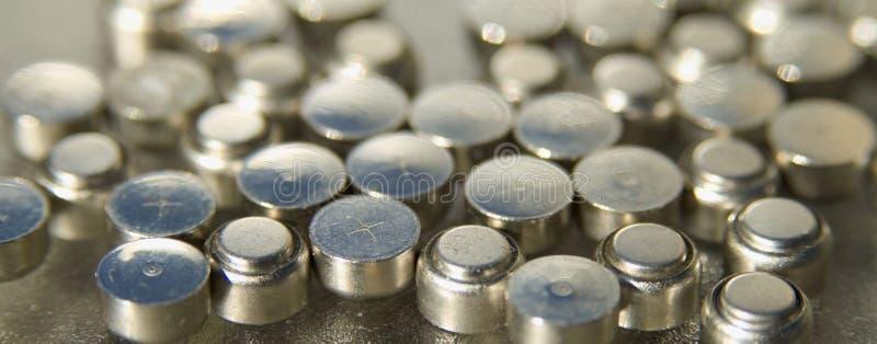 Un bon nombre de petites batteries image stock