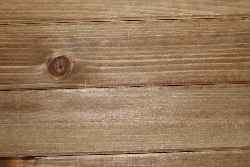 Un bordo di legno che aspetta appena per essere usato come fondo immagini stock libere da diritti