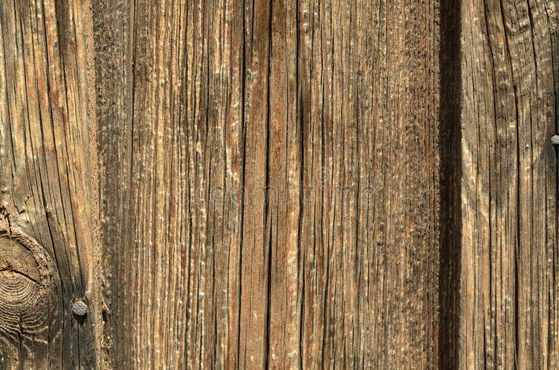 Un bordo di legno marrone piano con le crepe, una struttura fotografie stock
