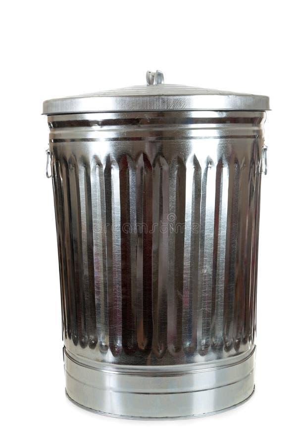 Un bote de basura de plata en blanco fotografía de archivo
