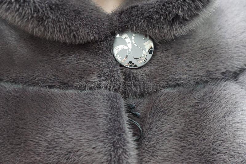 Un bottone su una pelliccia fotografie stock libere da diritti