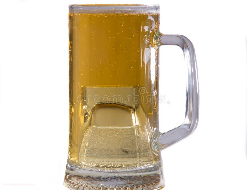 Un cóctel de la cerveza y de la vodka en una taza grande, tiro de la bomba, Boilermarker imagenes de archivo